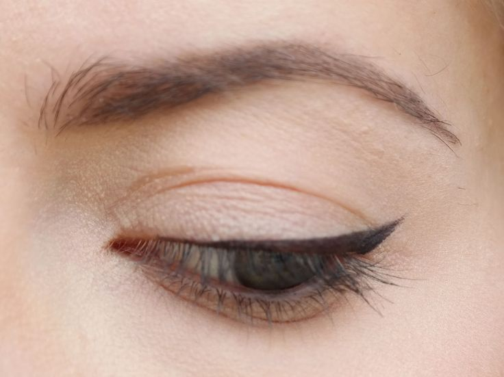 thin cateye with Maybelline gel liner