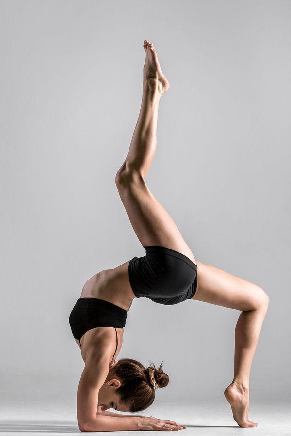 #colifeyogaman - Le #yoga apporte une capacité à être et à sortir des jeux de l'ego. Il n'est pas nécessaire d'être souple, la souplesse n'étant utile qu'au côté esthétique du Yoga. Tout le monde peut faire du yoga et particulièrement ces messieurs ! Sachez que les postures chez #colife sont beaucoup plus simples :)...car chacun fait comme il veut, à son rythme ! http://www.colife.ch