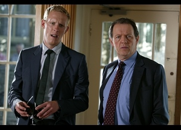 Join Inspector Lewis to solve the murder of a strangled guest lecturer at 8 p.m. on Eight.