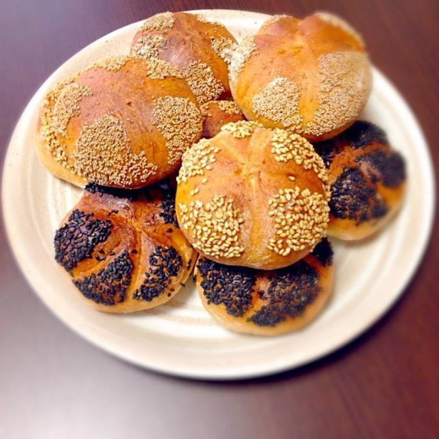 今日焼いたライ麦配合したドイツパンのカイザーゼンメルです。明日の朝食にハムとチーズをサンドして食べる予定! - 12件のもぐもぐ - カイザーゼンメル by suppy