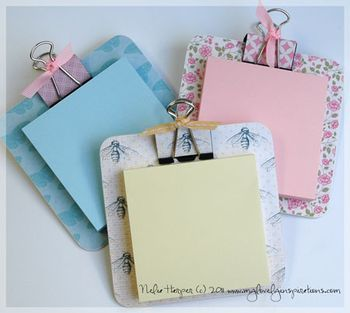 Made out of a coaster, binder clip and Post-it! Too cute! add a magnet on the back!!
