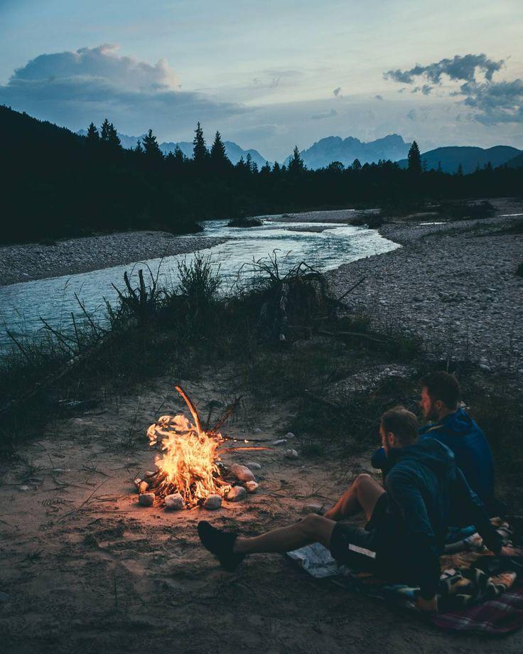 "Gefällt 8,020 Mal, 304 Kommentare - André Alexander (@formgestalter) auf Instagram: ""Camp. Fire. Vibes.🔥"""
