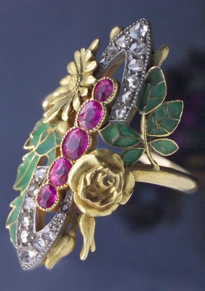 ART NOUVEAU RING, Bouquet de l'été, gold plique-à-jour enamel, rubies and diamonds, French assay marks, circa 1900 | JV