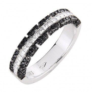 #Vihkisormus - Sacramento - #MalminKorupaja. #Timanttisormus, #mustatimantti, #valkokulta. #Diamond #ring by Malmin Korupaja. #Wedding ring with #blackdiamonds. #Whitegold.