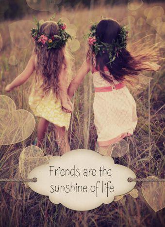 """Deze kaart zegt genoeg: """"Friends are the sunshine of life""""."""