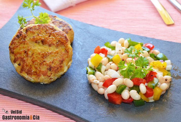 Hamburguesas De Merluza Con Ensalada De Alubias De Santa Pau | Gastronomía & Cía