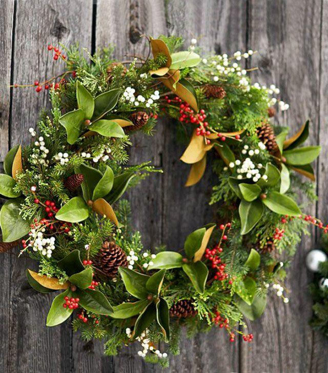 Украшение елки цветами — элегантный праздничный декор