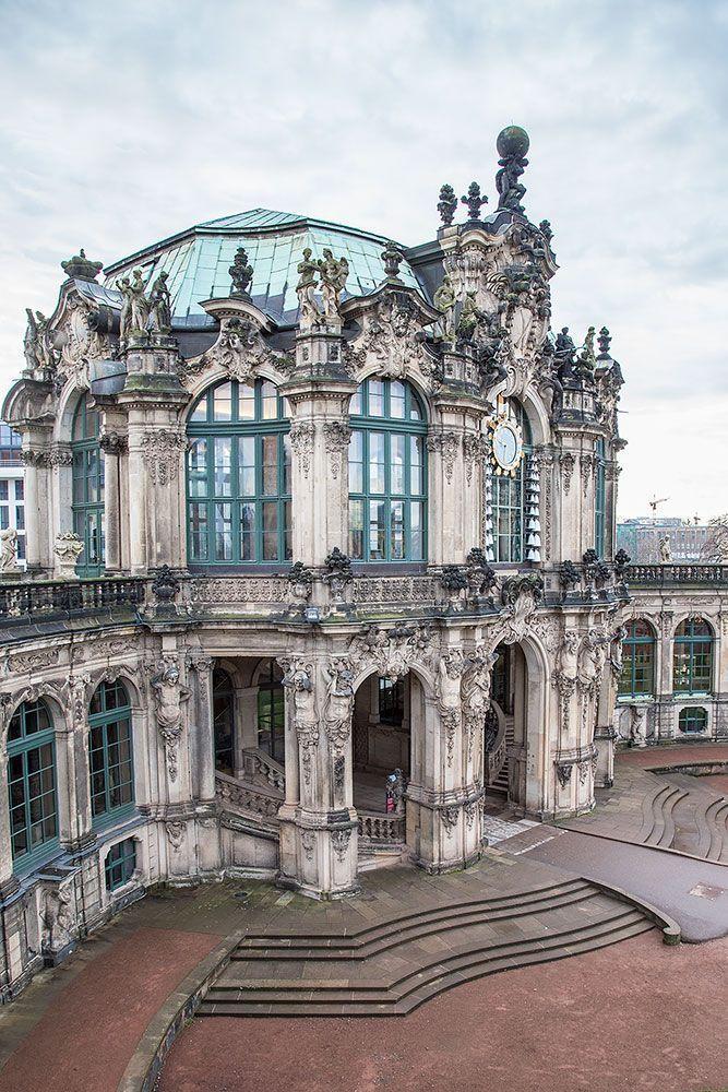 Barock: Der Zwinger ist ein Palastkomplex in der deutschen Stadt Dresden, der