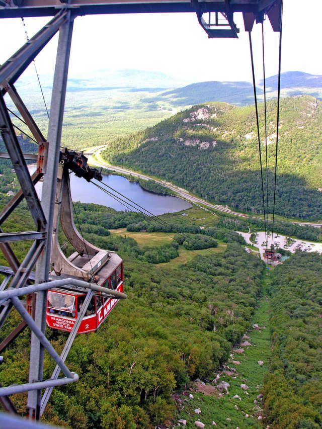 Franconia Notch State Park is breathtakingly beautiful, and wandering around Flume Gorge is perfect for the adventurer in you.