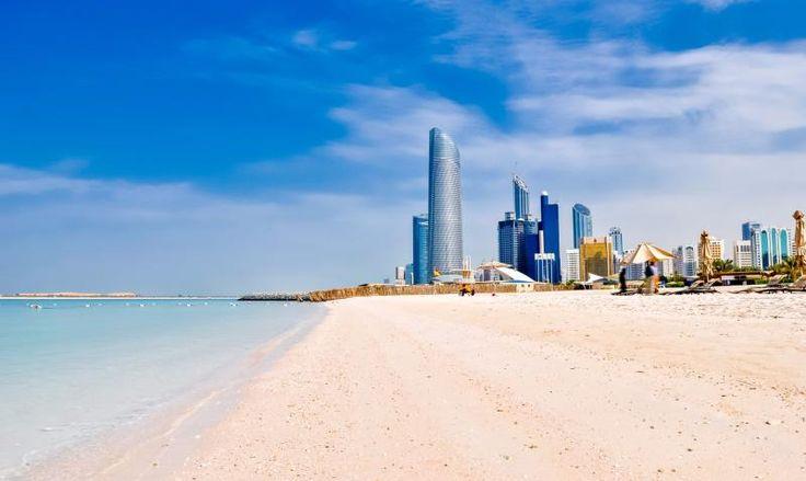 Playa de arena fina en Dubai.