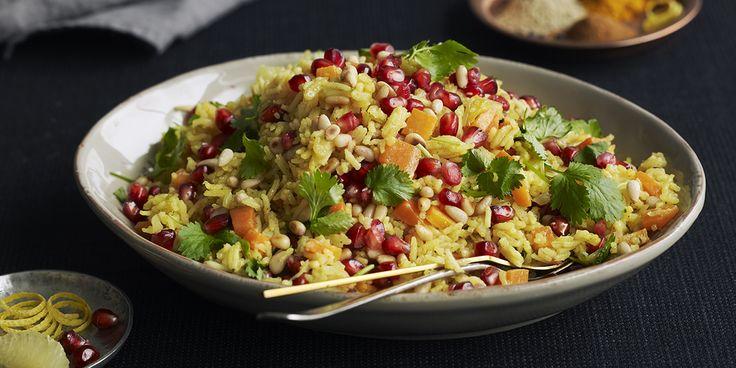 Har du lyst på en smaksbombe av krydder, grønnsaker og urter til middag? Da skal du lage arabisk ris med granateple, koriander og pinjekjerner.