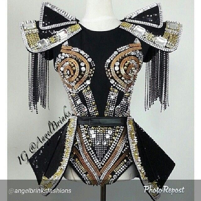 Reminds me of a Beyonce stage costume....want it