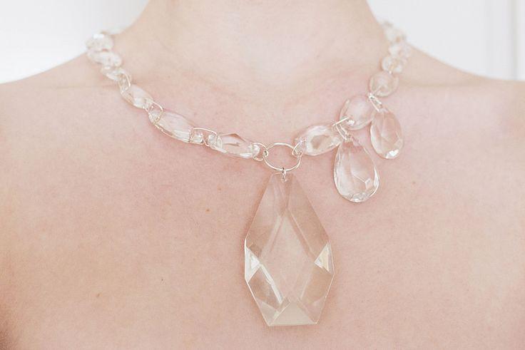 Halsband av glasprismor av Elsa Lisa Larson