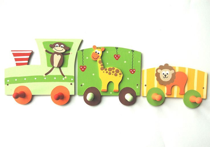 Das ist wirklich individuell und einzigartig! Eine wunderschöne, fröhlich-bunte Eisenbahn als praktische Garderobe für's Kinderzimmer. Die Bemalung erfolgt ganz individuell - Farb- und...