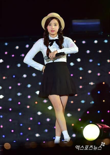 [PRESS] 151006 #APRIL #에이프릴 #HYUNJOO #현주 at THE SHOW cr; on pic