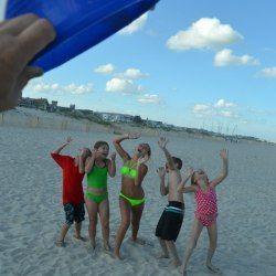 http://www.cometogetherkids.com/2013/07/funny-beach-photo-idea.html