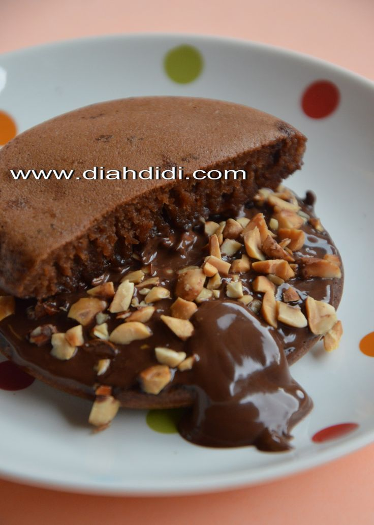 Diah Didi's Kitchen: Martabak Mini Brownies Kacang dan Coklat Leleh.