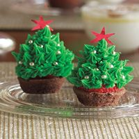Strawberry Christmas Tree Brownies HEBHolidayMeal - Kids would Love these!