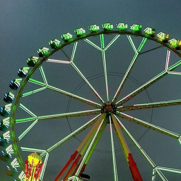 Ferris Wheel…   Rueda de Chicago…   Noria…