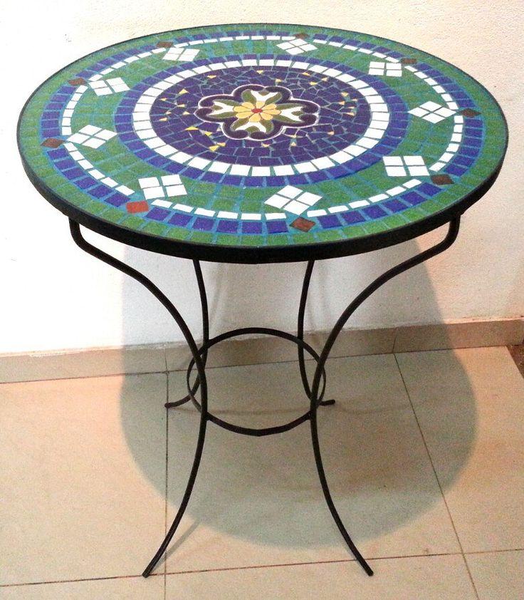 Mesa de jardin con azulejos imitacion mayolica espa ola y for Terrazas decoradas
