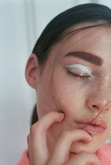 Strong brow, white eye shadow