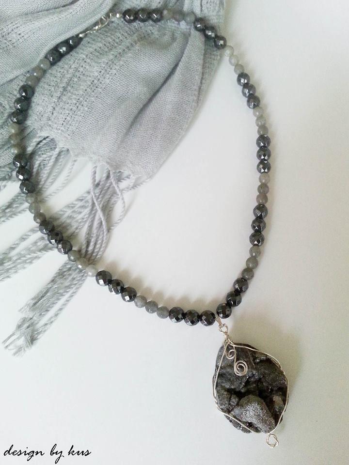 YENİ KOLEKSİYON    Taşların pozitif dünyasını feminen ve güçlü bir şekilde yansıtan tasarım kolye, tarzınızı tamamlayan eşsiz bir parça olacak.  www.designbykus.com https://www.facebook.com/Designbykus https://twitter.com/designbykus http://websta.me/n/jewelrydesignbykus
