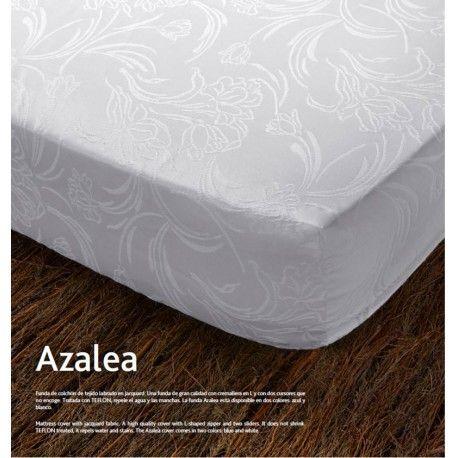 Fundas de colchón Azalea Funda de colchón Azalea de Kamasana Composición: 75% algodón 25% poliéster Tejido de gran calidad Lavable 40º, no encoge. Cremallera en L Podrás escoger en color azul y blanco Hecho en España