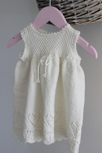 nøstesjel: Babykjole i Lille Lerke