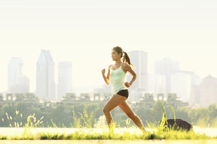NIEUWE COLLECTIE HARDLOOPKLEDING VOOR DE ZOMER!!  Je hebt besloten om deel te nemen aan een wedstrijd, je hebt je trainingschema op de ijskast opgehangen. Nu kijk je aan tegen een zomer waarin je meer en meer kilometers zal vreten, snelheidsdoelen gaat behalen en de ziel uit je lijf gaat lopen. Bescherm jezelf tegen de zon en motiveer jezelf om nog meer te doen.  http://www.sportselect.be/running/
