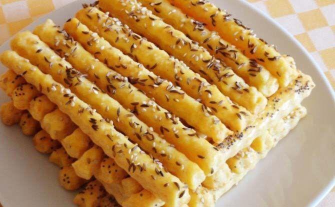 Slané sýrové tyčinky 150 gmáslo 1/2 lžičkysůl 1 lžičkamletá sladká paprika 2…