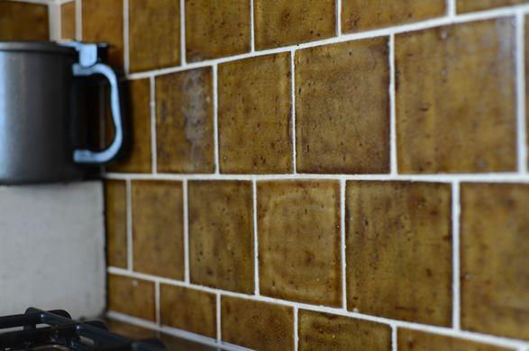 キッチンのタイルには平田タイルの「オールドフランセ」でレトロな雰囲気に。