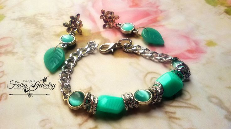 Parure orecchini e bracciale verde acqua perle in vetro e cabochon occhio di gatto e alluminio, by Evangela Fairy Jewelry, 15,00 € su misshobby.com