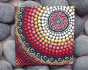 """Fuoco di Design, Dot arte pittura aborigena, di Biripi artista Rossella Saunders, 4 """"x 4"""" cartone telato, vernice acrilica, boho arredamento, arte di ombre"""