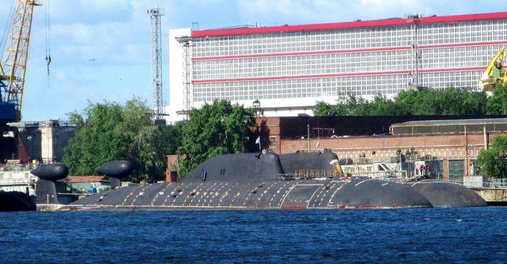 """Атомные многоцелевые подводные лодки К-295 """"Самара"""" и К-391 """"Братск"""" (проект 971) ожидают ремонта в ЦС """"Звездочка"""" в Северодвинске, июнь'16."""