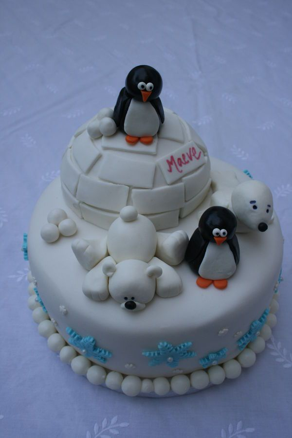Winter wonderland scene created for a friend of my daughters. §She specifically asked for penguins, a polar bear and s seal which I created our of fondant. The igloo was a cake cooked in a bowl and covered in fondant. The snowflakes were done with a cutter