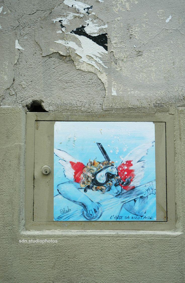 """Blub, """"L'arte sa nuotare"""". L'Angiolino musicante di Rosso Fiorentino in versione subacquea, Via Maggio, Firenze (Toscana, Italy) - by Silvana, maggio 2014"""