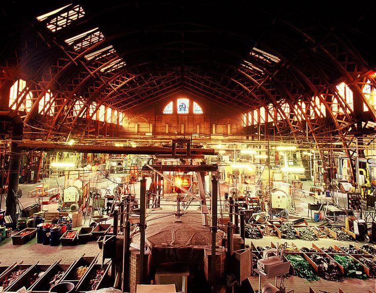Hala de producție a fabricii Glashütte Lamberts Waldsassen - revista Casa lux