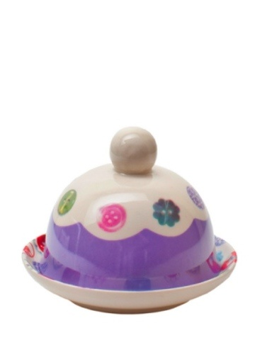 Avoca Purple Block Button Butter Bell. This dainty Avoca purple butter bell with Button trim is perfect for tea parties and comes in the charming Avoca buttons design. The buttons collection by Avoca is so popular and we can completely understand why. It has great vintage appeal, whilst remaining completely relevant to todays interiors. A perfect gift for any home maker.