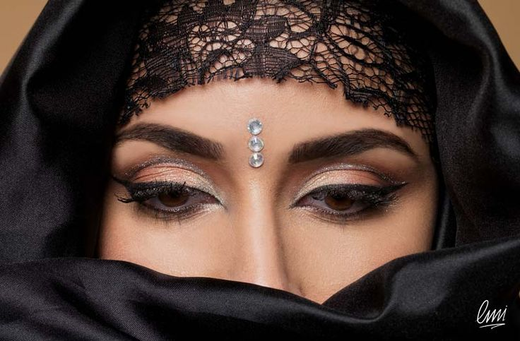 A stunning Indian makeup and not only! LMI student's work!