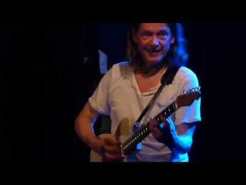 Robben Ford - Earthquake - Live Paris 2015 - YouTube