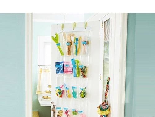 Such a good idea!!.....Hang a shoe organizer over your pantry or kitchen door and fill it with cooking utensils and supplies that you useevery day. #lifehack home-is-where-the-is