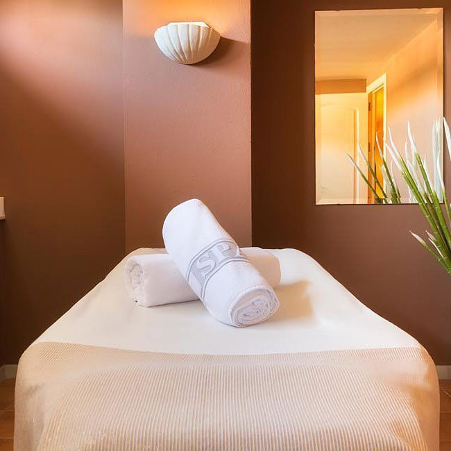 Es hora de relajarse ponte en las mejores manos en el #spa de #fuerteconilcostaluz  Its time to relax and put yourself in the best hands at the Fuerte Conil-Costa Luz spa  #fuertehoteles #relax #tratamientos #lifestyle #wanderlust #costadelaluz #hoteles #hotels