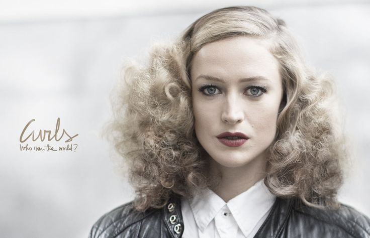 Similar hair style to what we are seeing in Milan this fall, trend? #hair #curl #hairstyle
