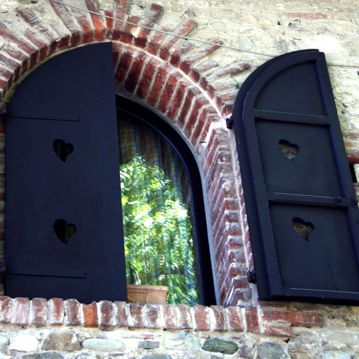 #grazzanovisconti #italy #emiliaromagna #windows #heart