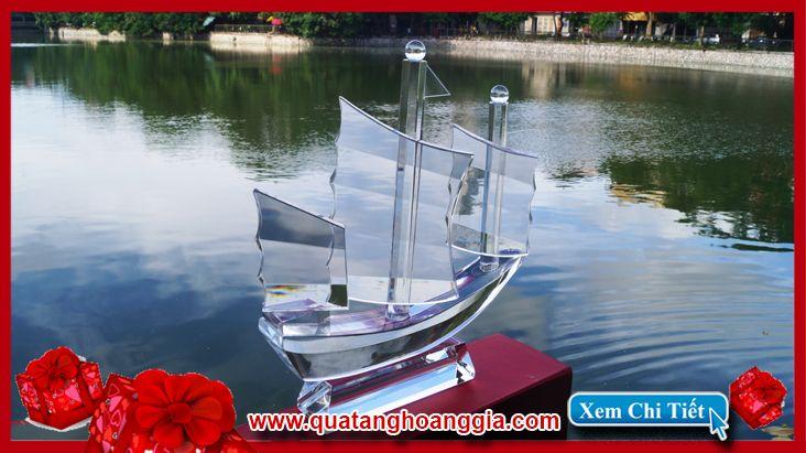 Biểu trưng pha lê hình thuyền buồm 3 cánh phong thủy