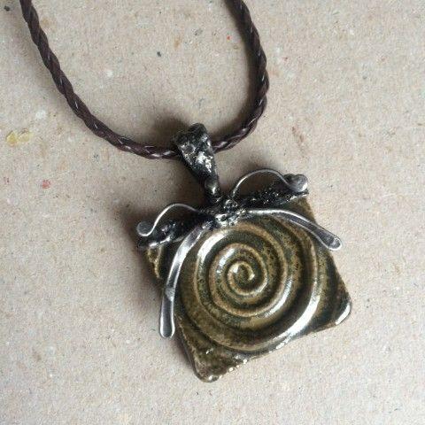 Náhrdelník Keltská spirála šperk náhrdelník přívěsek zelená keramika přírodní spirála patina starobylé keltský kelt keltové magické keramický šperk