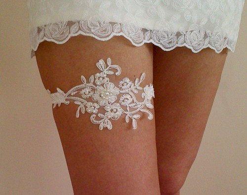 Ivory Wedding garter bridal garter lace ivory by WeddingGood