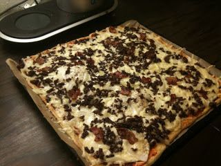 Jeg har prøvd mange oppskrifter på lavkarbopizzabunn(og har smakt litt av hvert;), og dette er den beste til nå. Denne er nesten helt karbo...