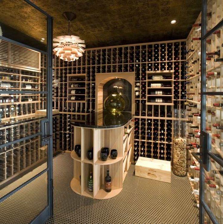un bar en bois et marbre dans la cave à vin élégante