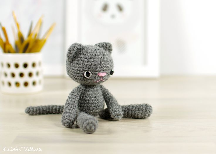 Free crochet pattern: Small long-legged cat // Kristi Tullus (spire.ee)